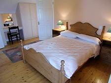 Chambre avec lit double au premier étage